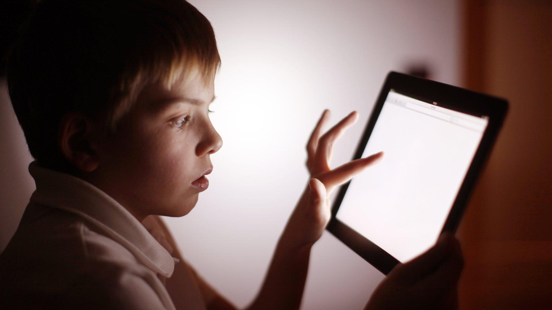 ¿Cuál es la edad apropiada para darle una tablet a tus hijos?